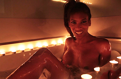 Candles Natassia Dreams. Natassia oils & fingers in candle bath